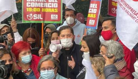 Con la presencia de Boric: Trabajadores se manifestaron por cierre anticipado del comercio