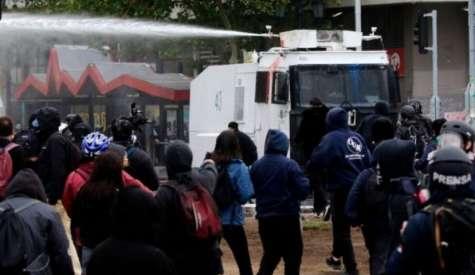 Muere integrante de la Defensoría Popular herida durante manifestación en Santiago